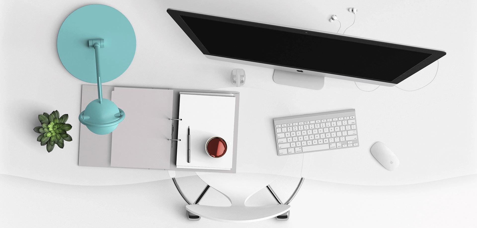 Íróasztal felülnézetben-Orning Anikó, webdesign, logó- és arculattervezés, honlapkészítés, grafikai munkák, plakát tervezése, felhasználóbarát és reszponzív weboldal tervezése, Pécs, kedvezményes ár