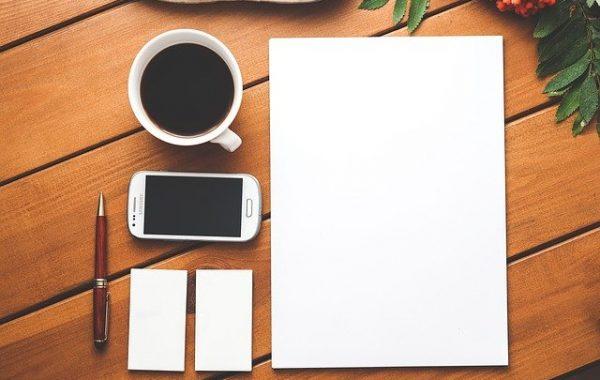 Asuztal felülről-Orning Anikó, webdesign, logó- és arculattervezés, honlapkészítés, grafikai munkák, plakát tervezése, felhasználóbarát és reszponzív weboldal tervezése, Pécs, kedvezményes ár